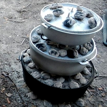 outdoor cooking for Thanksgiving with cast iron and aluminum dutch ovens | Montana Homesteader