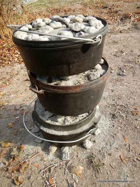 stacking dutch ovens when baking with multiple dutch ovens off grid